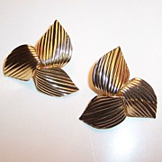 Sarah Coventry  1969 GOLDEN TRILLIUM Earrings