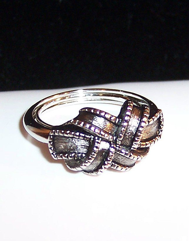"Vintage 1970's Avon Love Knot or ""Ribbon"" Ring; Size 7"