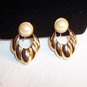 Vintage Sarah Coventry Simulated Pearl Earrings