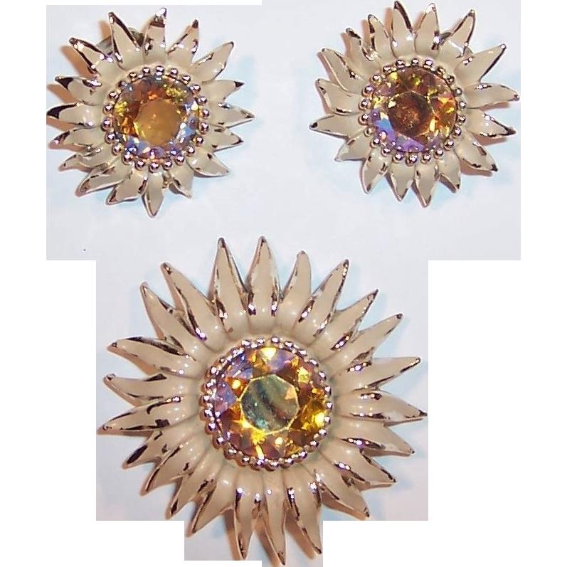vintage weiss chrysanthemum brooch earrings sold on ruby. Black Bedroom Furniture Sets. Home Design Ideas