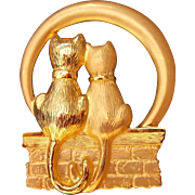 Vintage J J Goldtone Brooch Pin Two Cats on a Wall
