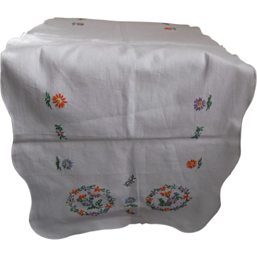 bureau scarf runner embroidered flowers vintage