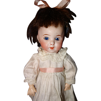 Tiny SFBJ 247 Paris Doll