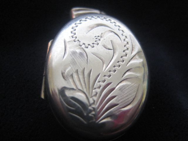 Very Pretty English Vintage Silver Locket