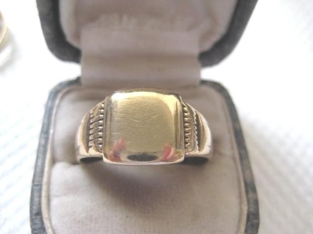 REVISEDVintage Man's 9ct Gold Signet Ring. Size 11