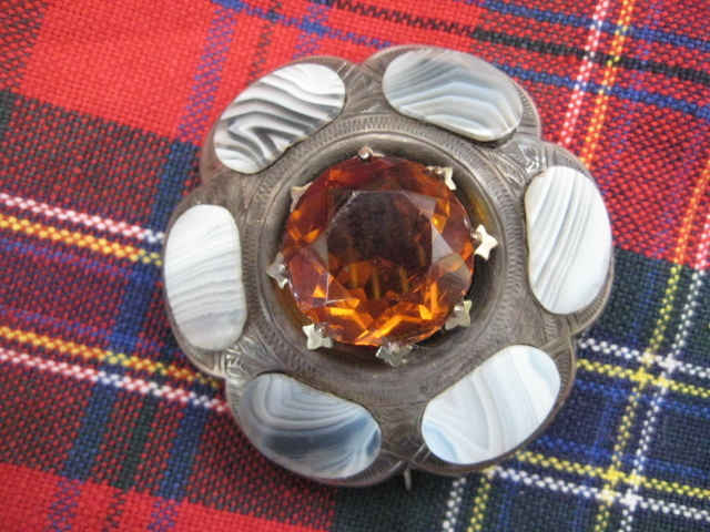 Victorian Scottish Montrose Agate Brooch w/Cairngorm