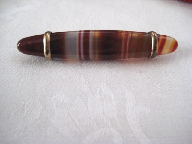 Victorian Banded Agate Pin with 9ct Gold Detail