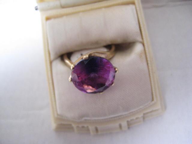 Vintage Heavy 10K Gold Ring w/Vibrant Stone, Size 4.5