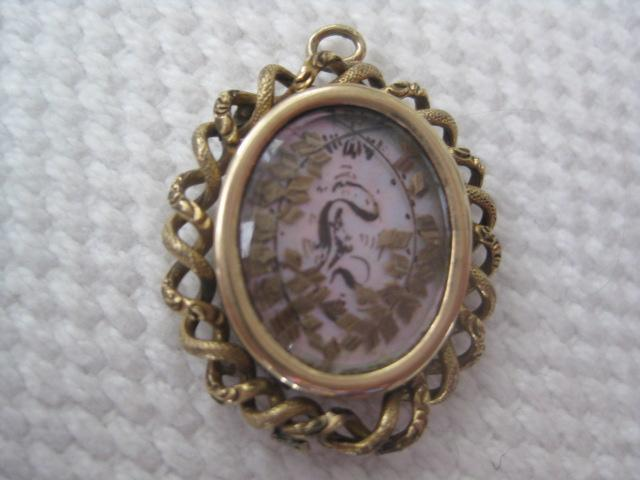 Victorian Mourning Pendant w/Hair