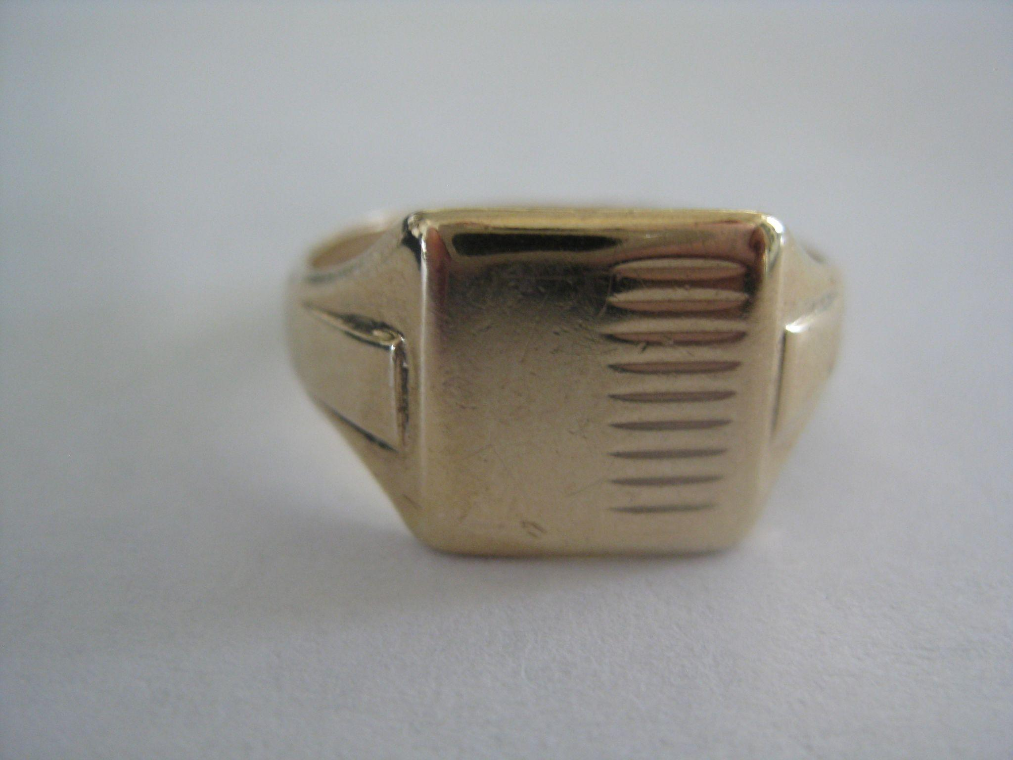 Vintage 9ct Gold Man's Signet Ring