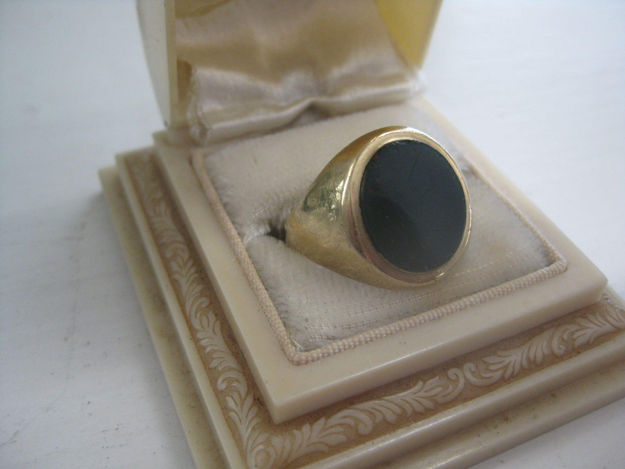 Vintage English 9ct Gold/Onyx Man's Ring, Size 9.75