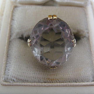 Very Pretty Vintage English 9ct Gold Ring w/Clear Stone  Size 7.5