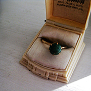 Pretty Vintage 10k Gold Ring W/Green Stone, Size 6 3/4 to 7
