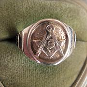 Vintage 10k Gold Masonic Ring, Size 9.75