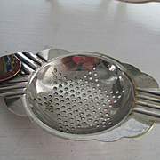 "Vintage Plated English Tea Strainer ""HARVEY"""