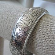 Vintage 3/4 inch Wide English HM Silver Hinged Bangle