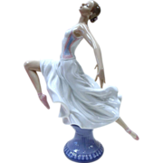 Lladro Figurine - Graceful Ballet #6240