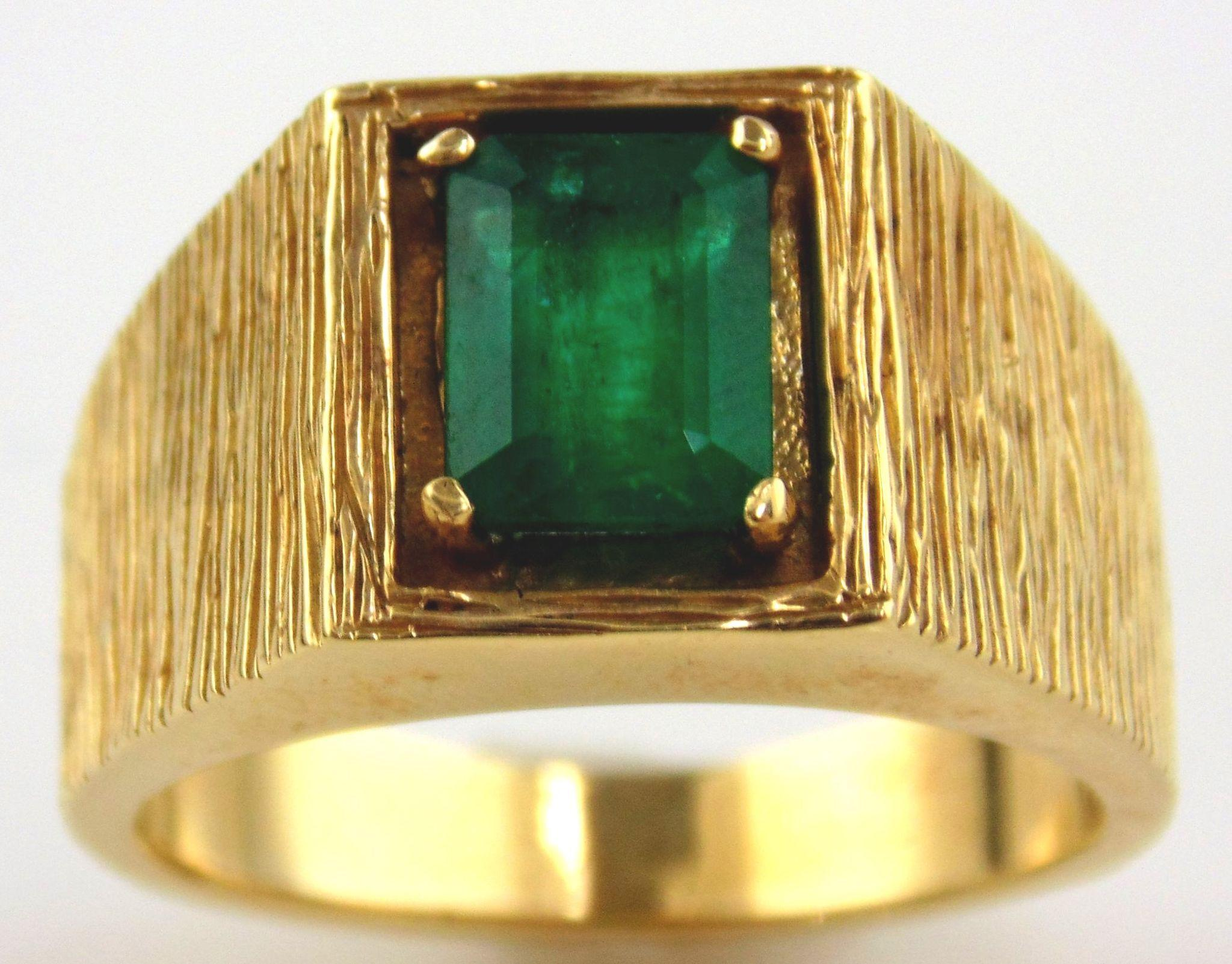 Emerald Man's Ring 14kt Yellow Gold - Size 8 1/2