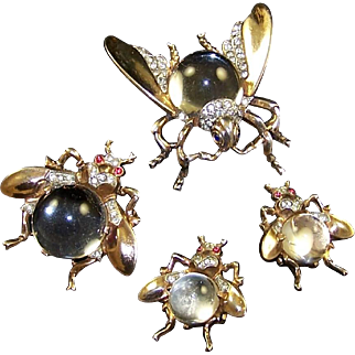 TRIFARI 'Alfred Philippe' STERLING Big, Medium, and Small Lucite 'Jelly Belly' Fly Pins and Clip Earrings Set