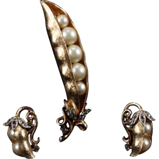 TRIFARI 'Alfred Philippe' Golden Peas in the Pod Pin and Clip Earrings Set