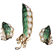 TRIFARI 'Alfred Philippe'  'Pearl' Peas in a Green Enamel Pod Pin and Clip Earrings Set