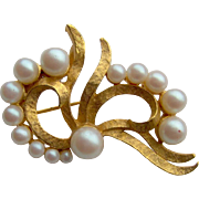 Gold-tone Bow Brooch with Imitation Pearls, signed DFA