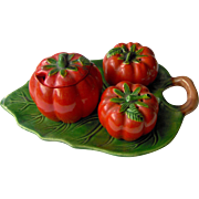 Tomato salt and pepper, condiment and tray set