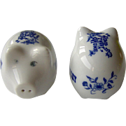 Vintage Kentucky souvenir pig salt and pepper shakers