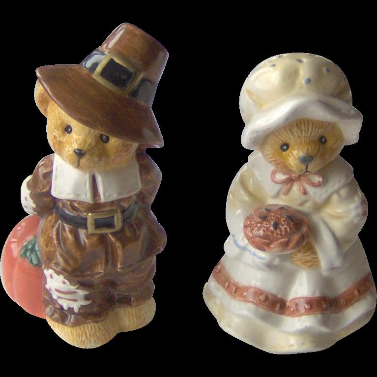 Vintage Thanksgiving Pilgrim Salt & Pepper Shakers
