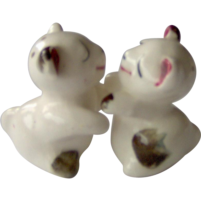 Vintage hugging kissing bears salt and pepper shakers from - Hugging salt and pepper shakers ...