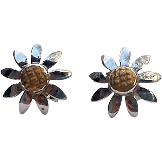 14K White and Yellow Gold Daisy FLOWER Pierced Earrings