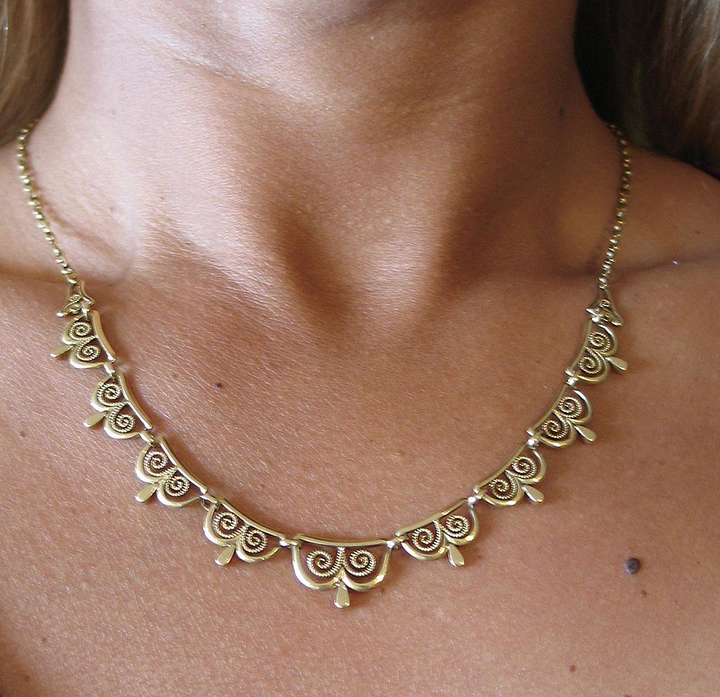antique french necklace in 18k yellow gold classical. Black Bedroom Furniture Sets. Home Design Ideas