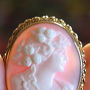 Antique Shell Cameo Brooch in 10k Gold.