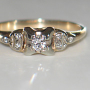 Vintage Diamond Engagement Ring in Yellow Gold.