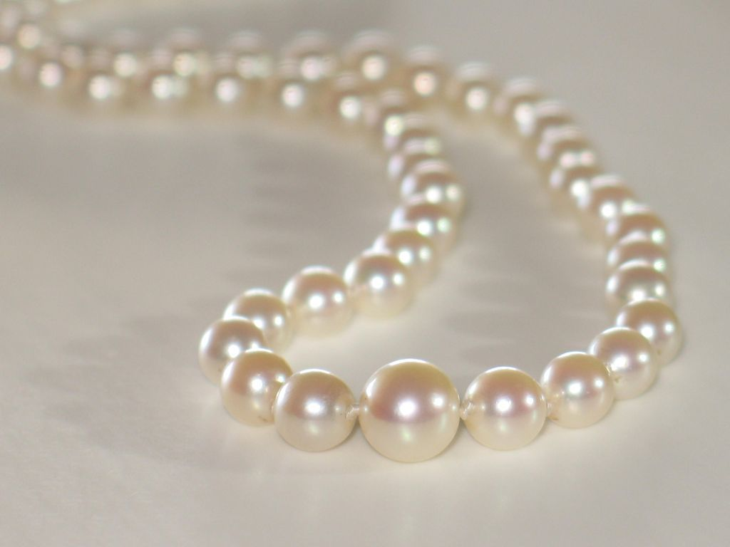 Vintage Graduated Pearls Necklace In 14k White Gold Clasp