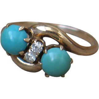 Antique ring, crossover design in rose gold with diamond and turquoise.