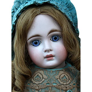 "Stunning Sonneberg ""Belton"" in Large Size, Great Dress"