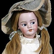 Flirty-Eyed Simon Halbig 1039, Walker