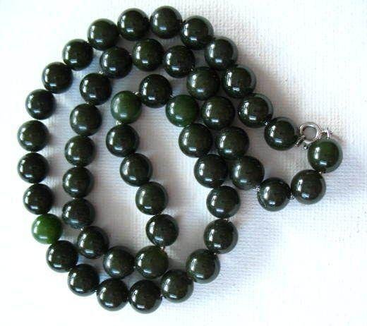 Vintage  Deep Green  Nephrite Jade Necklace