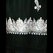 Beautiful Green Shawl w/ Embroidered Crewel Border