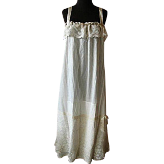 Vintage Victorian Lawn Cotton & Lace Nightgown