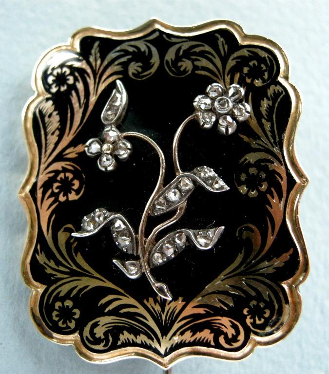 A Gold & Enamel Mourning Brooch, Circa 1835.