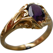An 1830s 18ct Gold & Amethyst Decorative Ring.