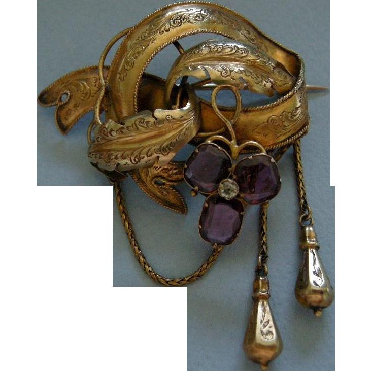 A Victorian 15ct Gold Festoon Brooch. Circa 1855.