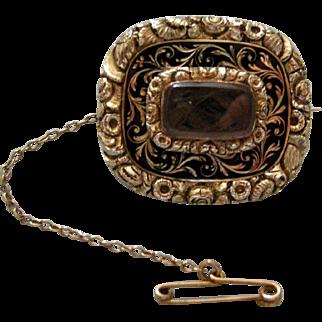 A Georgian 15ct Gold & Enamel Mourning Brooch. Circa 1820.