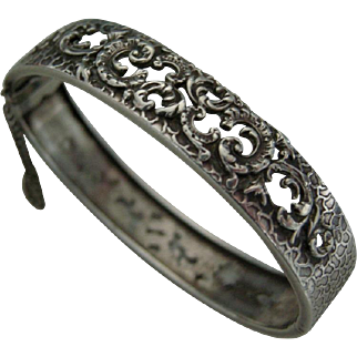 An Antique French 800 Grade Silver Hinged Bracelet. Circa 1900.