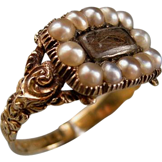 A William IV 18ct Gold and Seed Pearl Mourning Ring. Circa 1837
