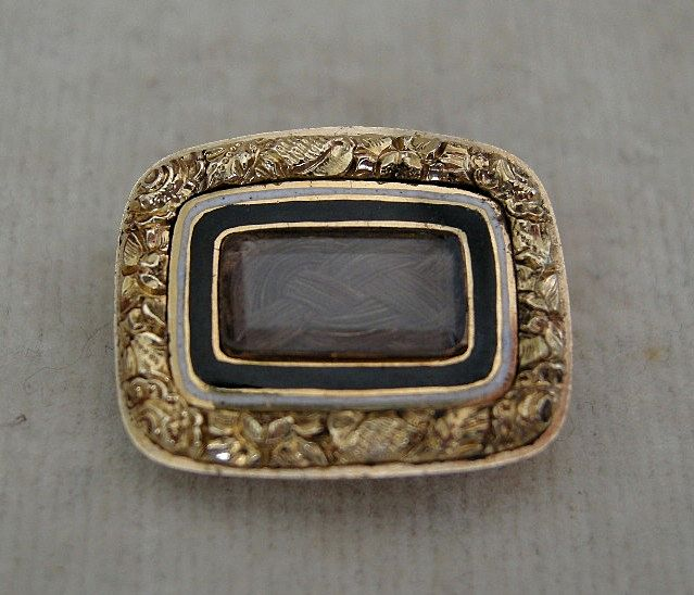 A 9ct Gold Georgian Mourning Brooch, Circa 1824.