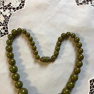 Art Deco Olive Green Bakelite Necklace