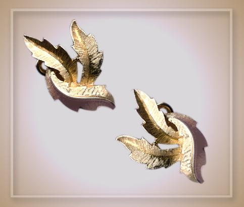 Elegant Trifari Earrings - Vintage Clipons Goldtone Leaf Motif
